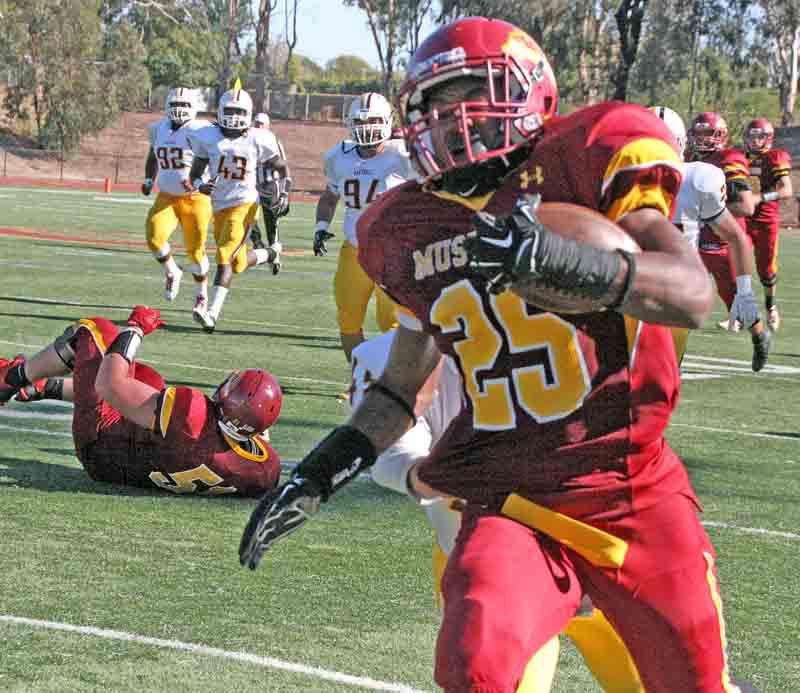 Mens Football LMC vs Hartnell College. Pittsburg, Calif. Saturday October 18, 2014. LMC players #25 Jamal Luckett. Experience/Cathie Lawrence.