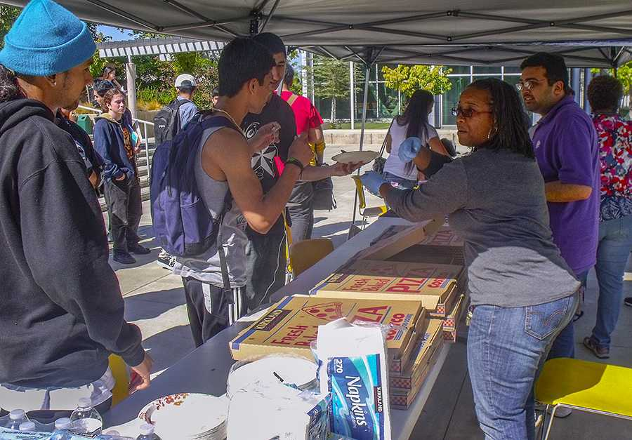 Pizza+promotion+for+new+LMC+voters