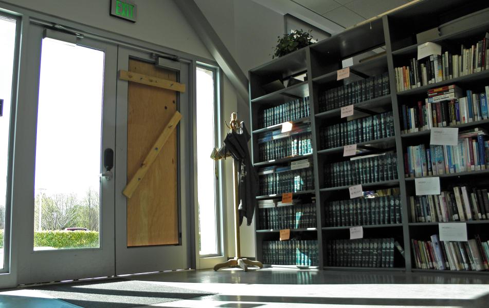 Crooks+break+into+Library