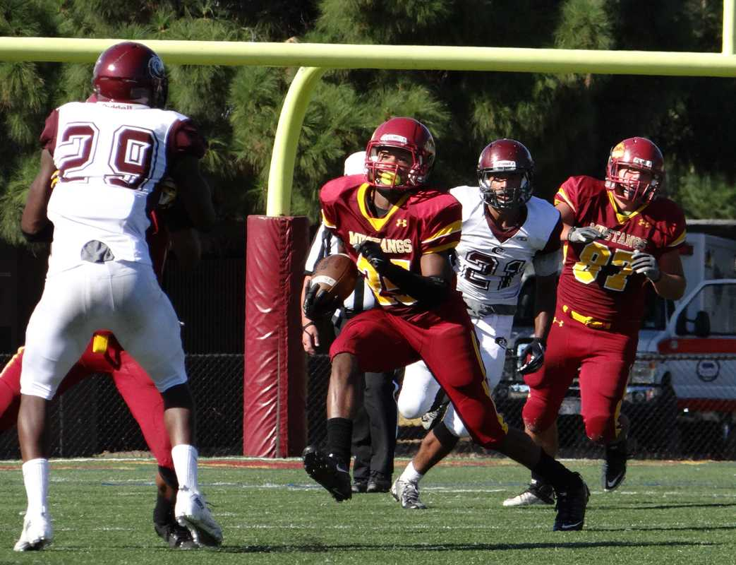 Running+back+Jamal+Lockett+carries+the+ball+in+the+open+field.+The+Mustangs+are+averaging+328.2+rushing+yards+a+game%2C+more+than+double+any+conference+team.