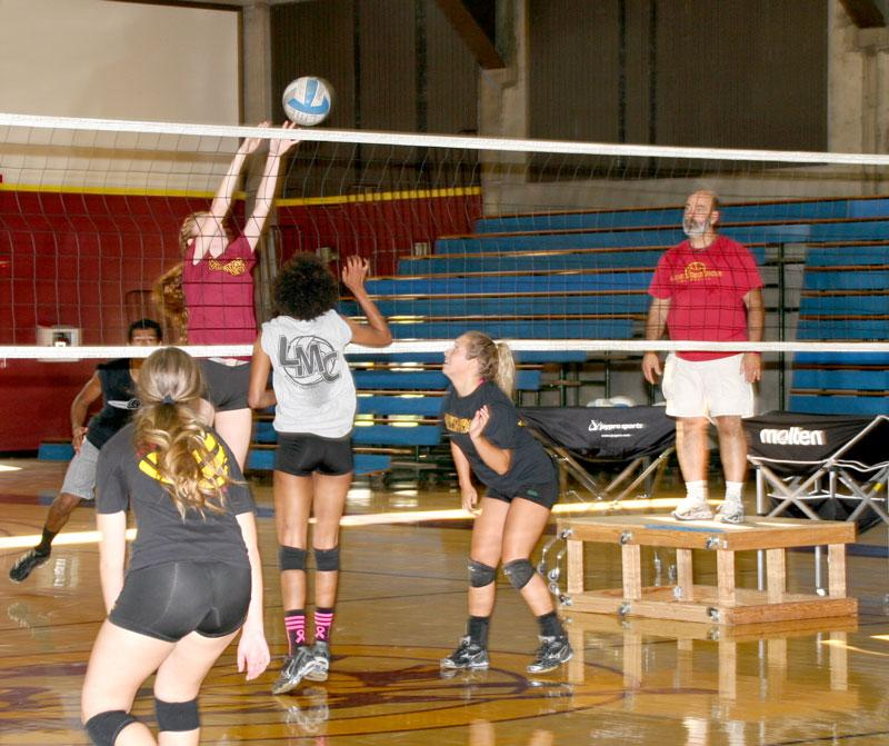 During+practice%2C+Nicole+Sobolik+spikes+the+ball+while+Megan+Reither%2C+Jade+Hall+and+Aubrey+DeJesus+get+ready+to+return+it.+