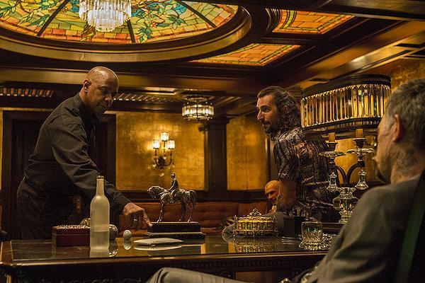 Denzel Washington, Alex Veadov an David Meunier star in Antoine Fuqua's updated version of