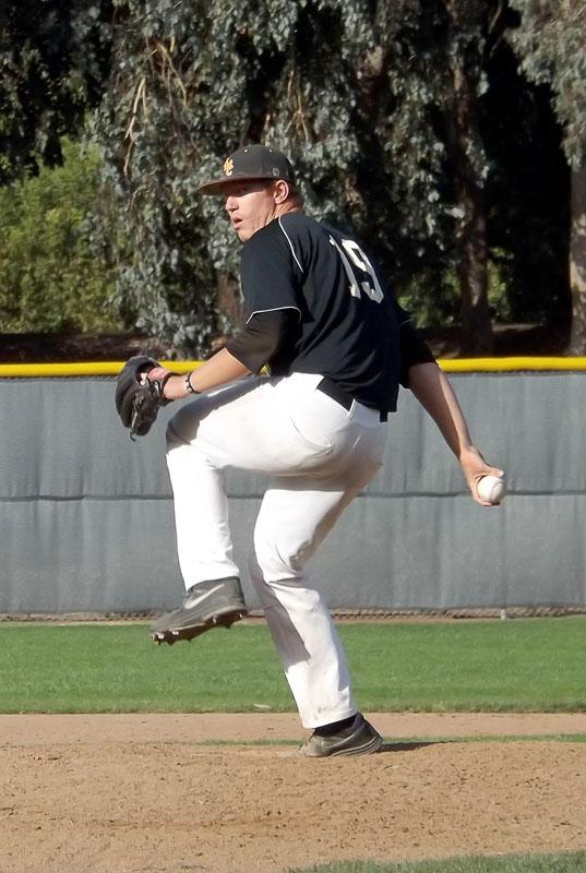 Sophomore+pitcher+Matt+Davis+pitched+in+relief+giving+up+four+runs%2C+two+earned%2C+on+one+hit+and+two+walks+against+Contra+Costa+College.