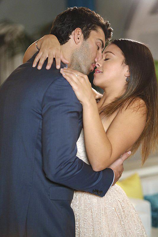 Justin Baldoni and Gina Rodriguez star in