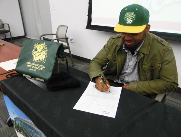 Keshawn Ward signing his letter of intent to MSSU during an event Wednesday in the Library.