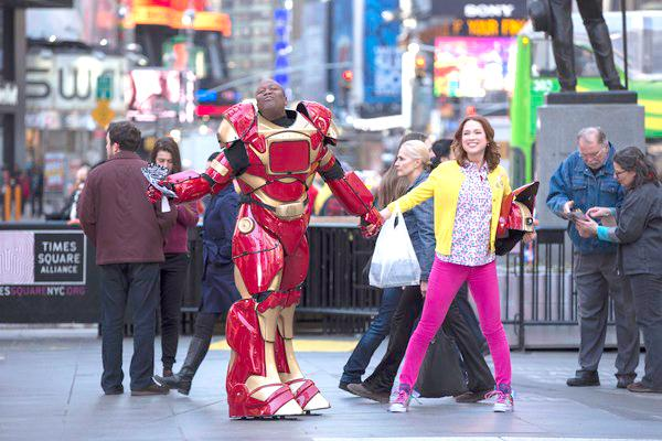 Titus (Tituss Burgess) and Kimmy Schmidt (Ellie Kemper) stroll the streets of New York City.