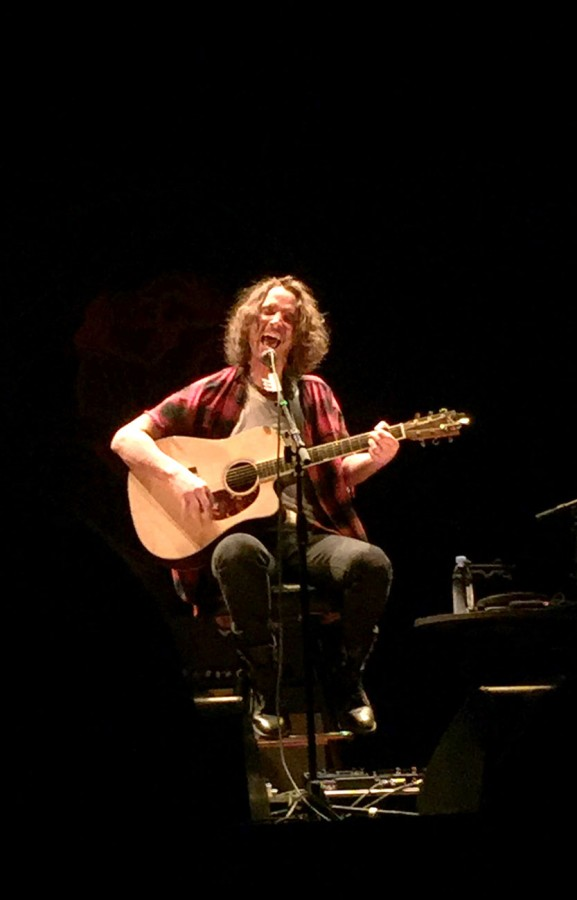 Vocalist Chris Cornell performing in Oakland.