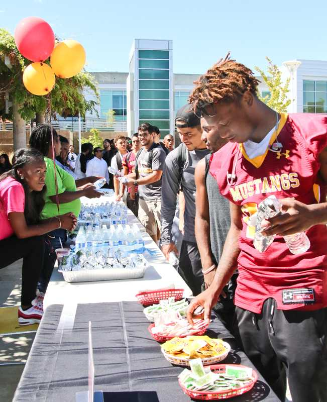 Pep+Rally+09-24-15+Cathie+Lawrence_0076