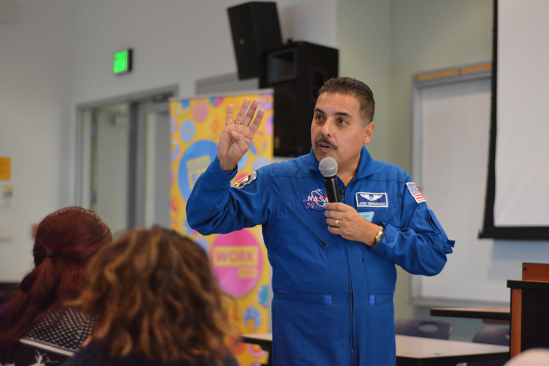 Former+NASA+Astronaut+Jos%C3%A9+Moreno+Hern%C3%A1ndez+speaks+at+LMC.