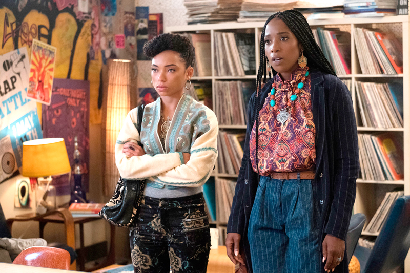 DEAR WHITE PEOPLE  SEASON Season 2  EPISODE 1  PHOTO CREDIT Adam Rose/Netflix  PICTURED Logan Browning, Ashley Blaine Featherson