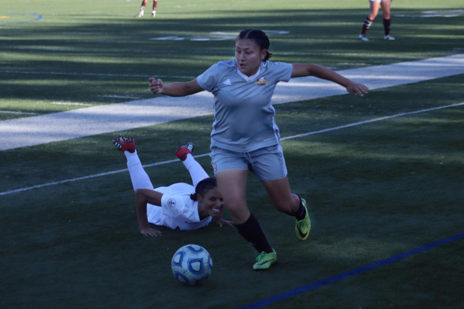 Adriana Urrutia dodges opposing player.