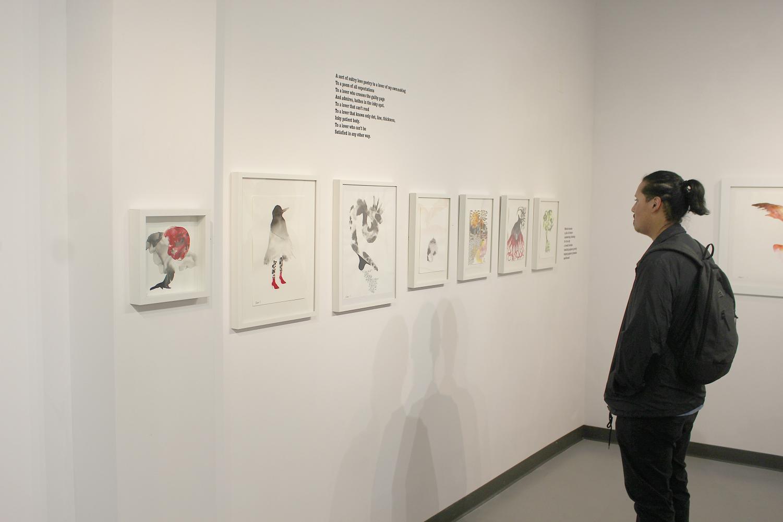 LMC student D'Angelo Jackson observes Braman's newest work.