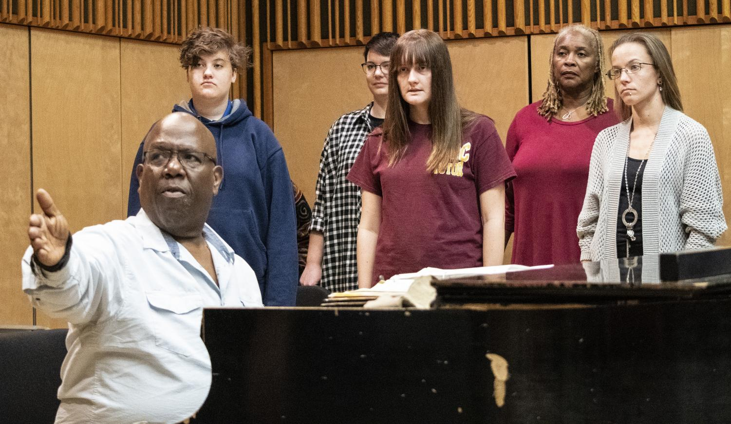 Professor Silvester Henderson conducts a rehearsal for the Fall Choral Adventure Concert with the Chamber Chorale.