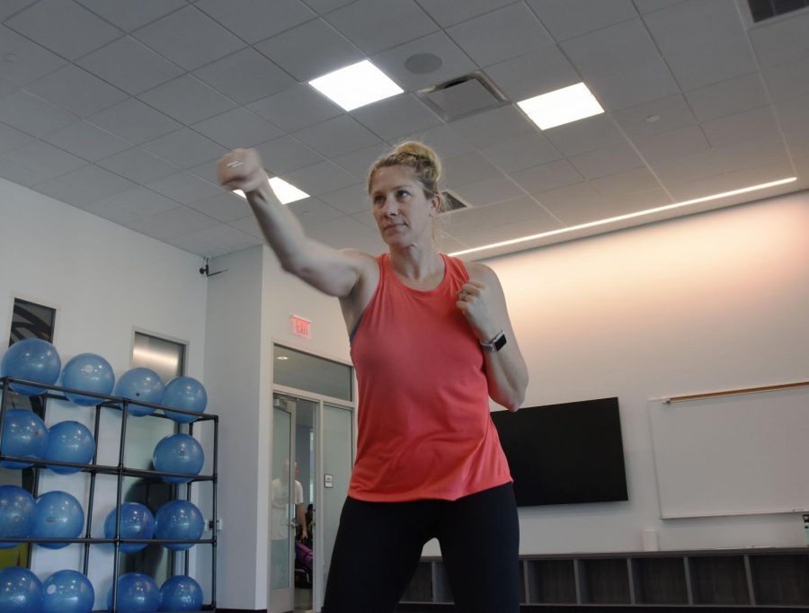 Sarah+Stretch%2C+the+Kickboxing+instructor+at+Los+Medanos+College%2C+teaches+and+leads+students+in+some+kick+boxing+activities%2C+Feburary+6%2C+2020+at+Los+Medanos+College+in+Pittsburg+Calif.